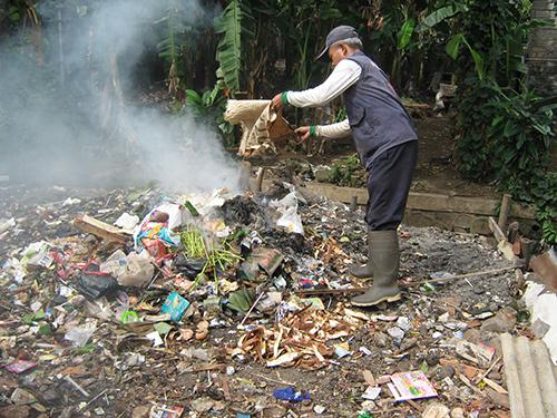 bahaya-membakar-sampah